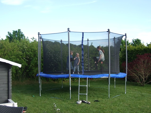 trampolína, šport, záhrada.jpg