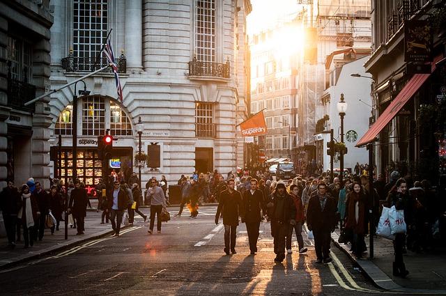 ulica plná ľudí.jpg