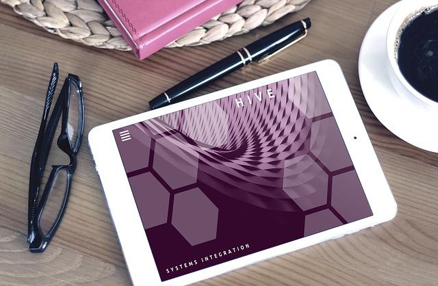 tablet na stole.jpg