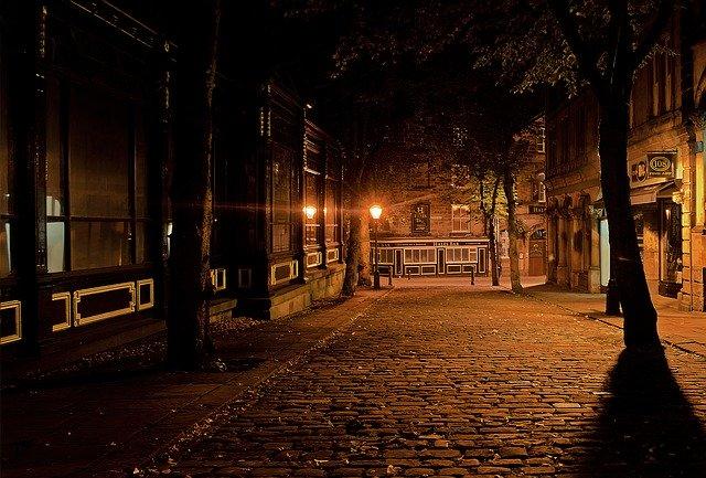 večerné mesto.jpg