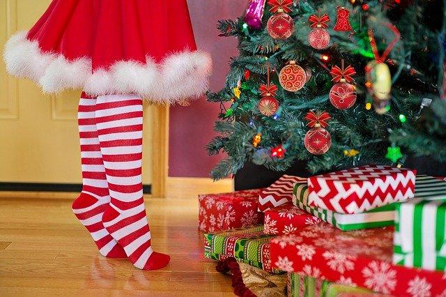 zdobenie vianočného stromčeka.jpg