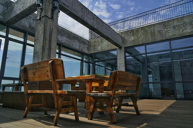 Posedene na terase.jpg