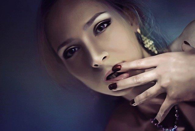 Portrét atraktívnej ženy.jpg